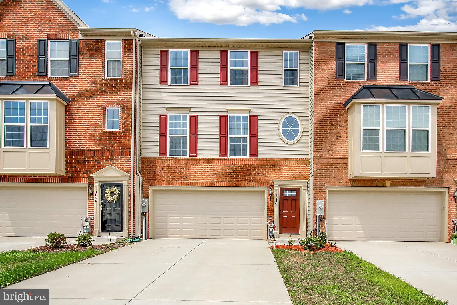 Remarkable 3Bdr/2.5Ba Luxury Townhome w/attached Garage located in beautiful Greenway Farms! 3-Fully