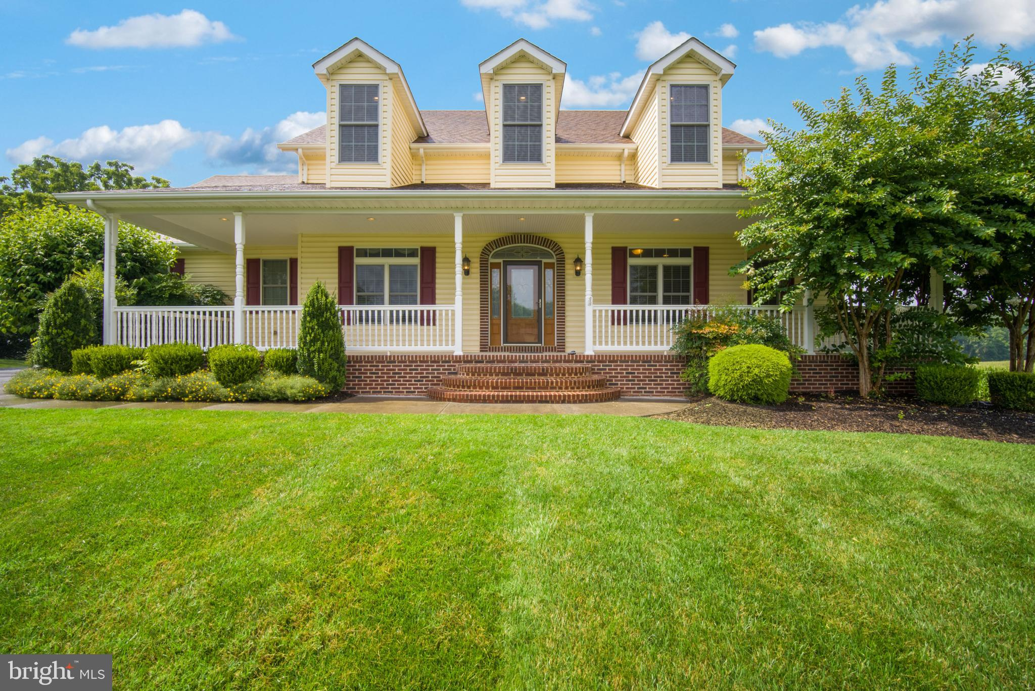 YOU WON'T WANT TO MISS THIS METICULOUSLY MAINTAINED HOME --  and I mean  M-E-T-I-C-U-L-O-U-S!!!  Sit