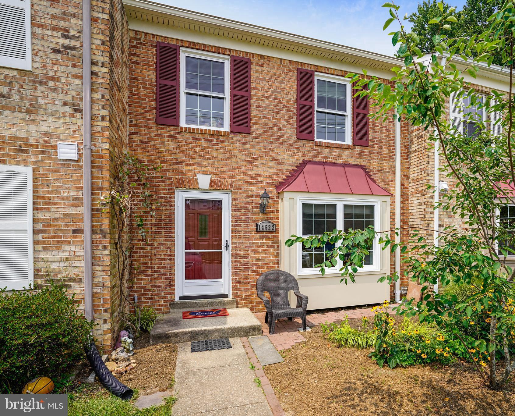 IF YOU'RE LOOKING FOR A TRULY MOVE-IN READY TOWNHOME, DON'T MISS THIS BEAUTIFULLY-UPDATED TOWNHOME B