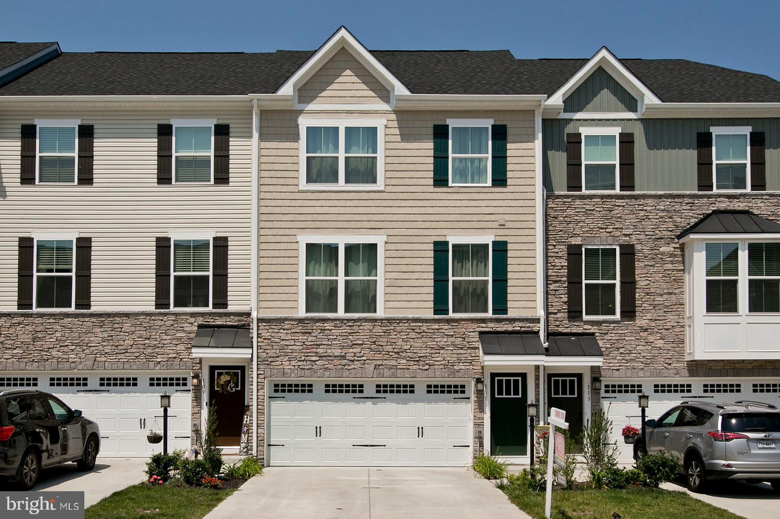 This Wonderful Townhome  with 3-level, 3 bedrooms, 2.5 bathrooms and 2 car garage.  The garage has b