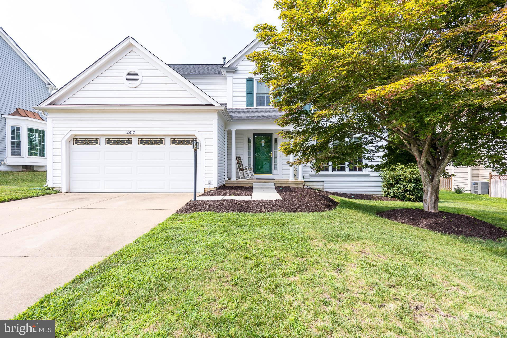 This beautifully well-kept home in the desirable and quiet River Oaks subdivision offers convenience