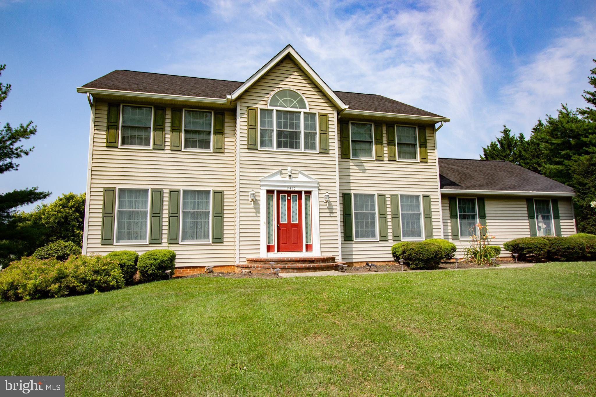 Well Maintained Colonial Style home in the Highly Desirable Neighborhood of Oakmont Green in Hampste