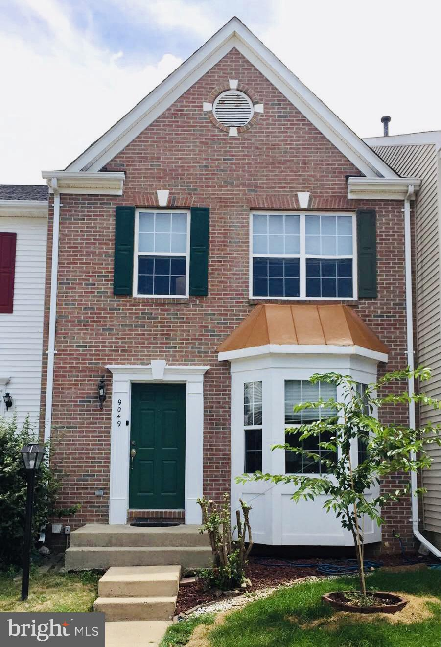 FABULOUS SIZED,BRICK FRONT TH W/OVER 2100+ SQ FT OF ELEGANT LIVING! GREAT OPEN FLOORPLAN W/ SPACIOUS