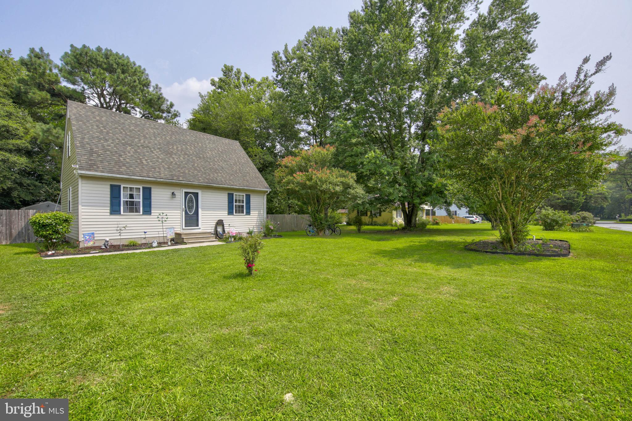 Welcome to Hebron!  This charming 3 bedroom, 2 full bathroom Cape Cod is located on a tucked away st