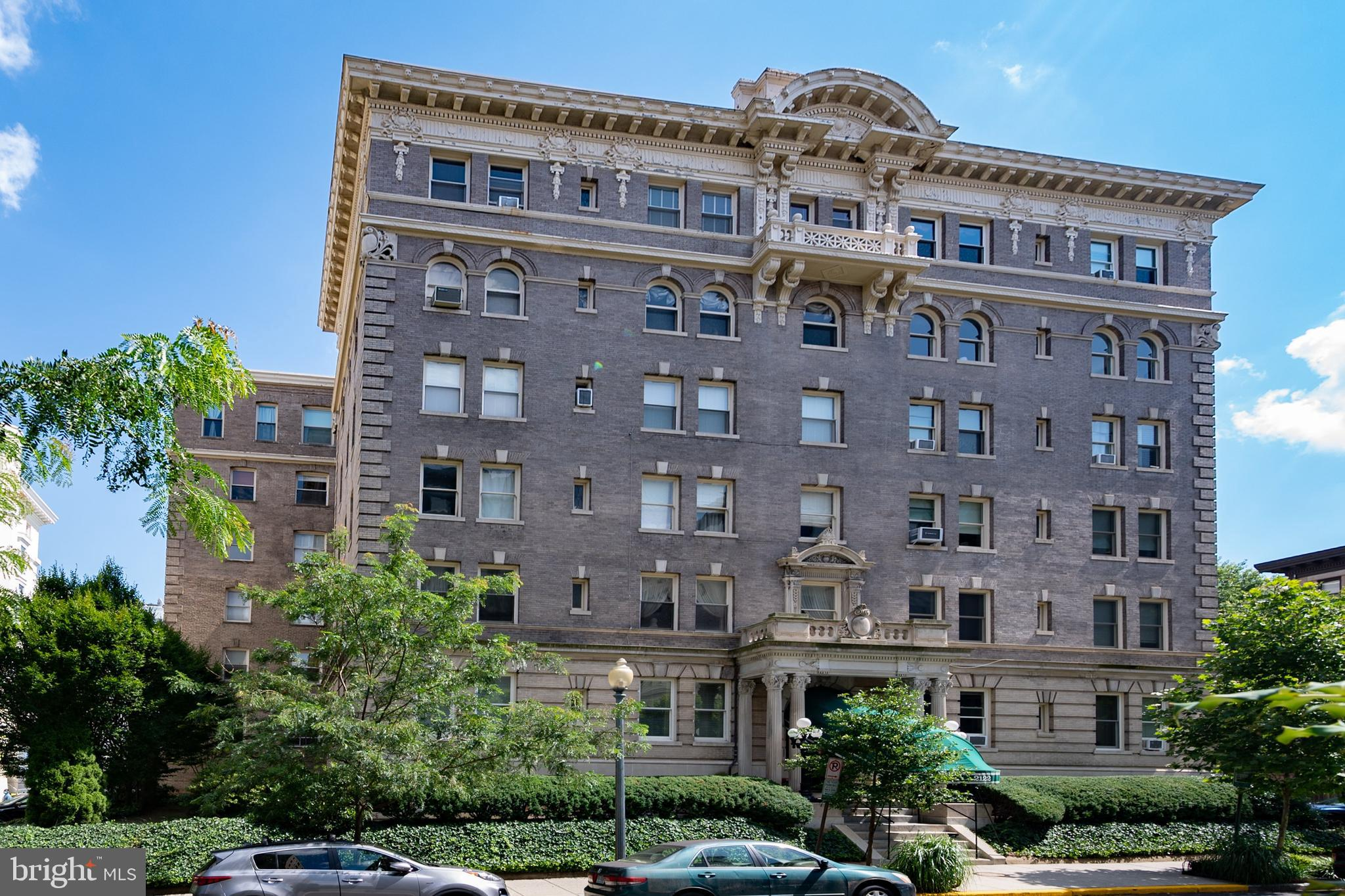 Stunning and bright 1 bed, 1 bath co-op! Enter to beautiful hardwoods, huge windows, an updated kitc