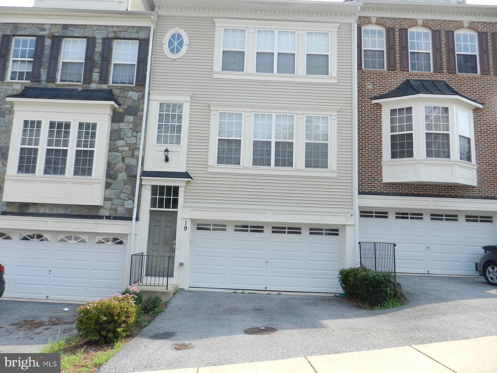 Come see this beautiful Townhome located in the exclusive community of RiverWatch in historic Indian
