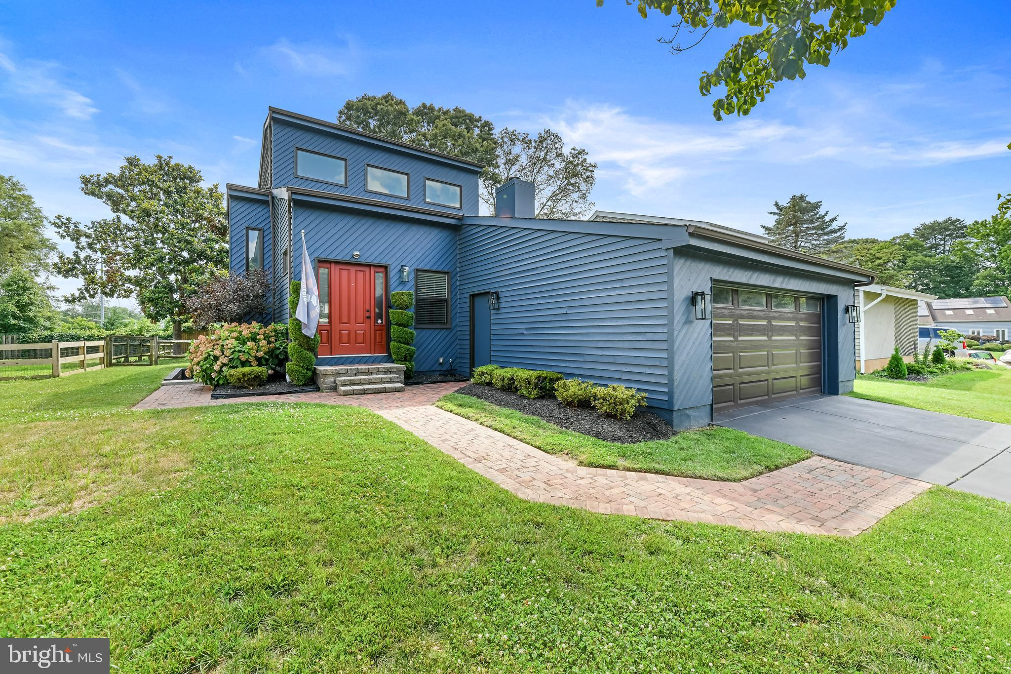 Stunning contemporary in the Wicklow community of Severna Park is truly a game changer! It boasts en