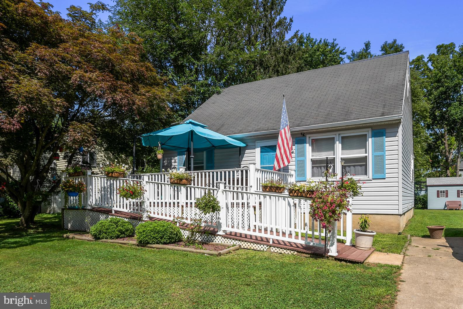 Cute Cape-Cod style home in Elkton Maryland. Come and enjoy all that the upper Chesapeake Bay waters