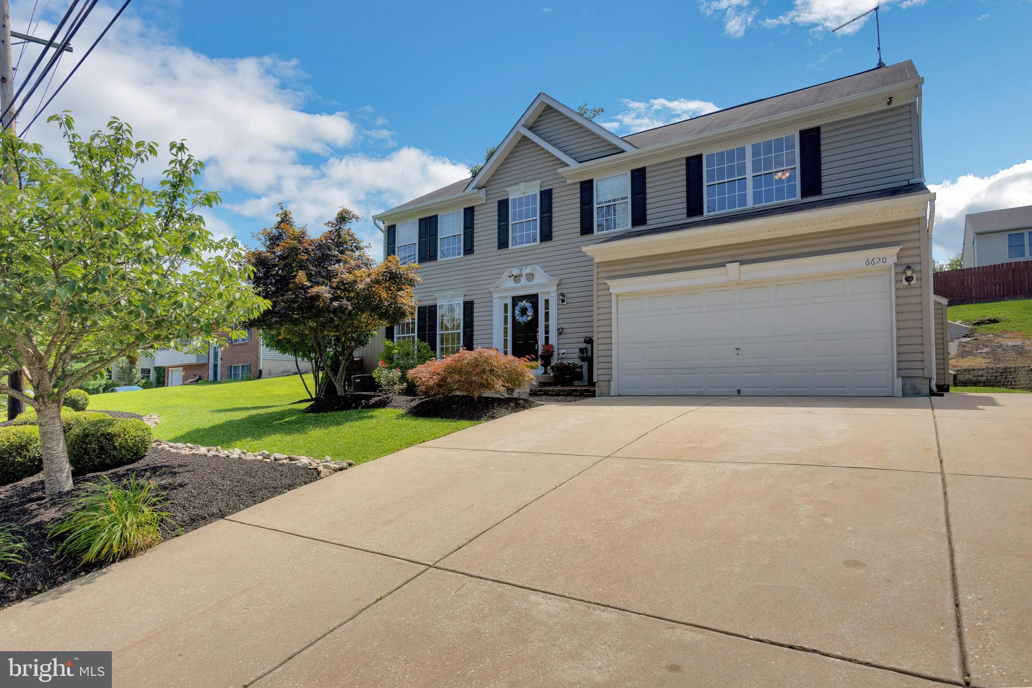 A home built for the entertainer's true delight, and personal oasis in one!!  This Colonial home is
