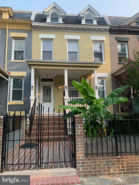 Charmin recently updated house located 4 blocks from the Columbia Heights Metro, This three level ho