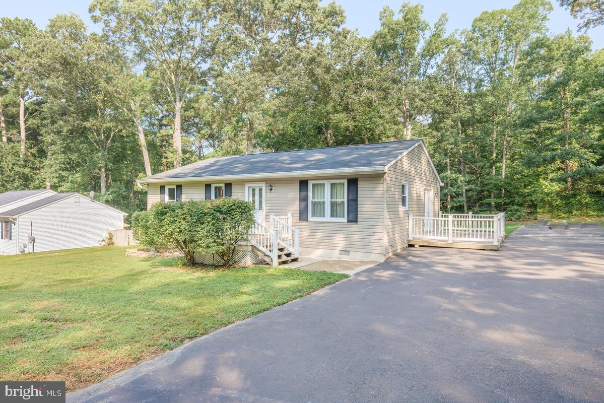 Beautiful, well maintained and updated 3 Bedroom / 1 Bath single level home.  Spacious, flat backyar