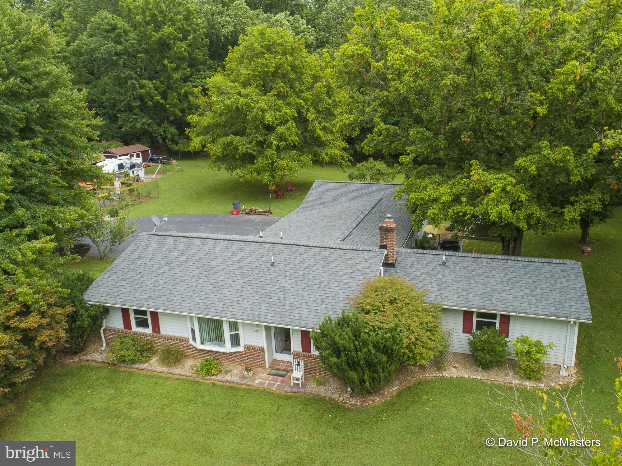 Country roads take me home to this private and cozy rancher offering functional & well maintained on