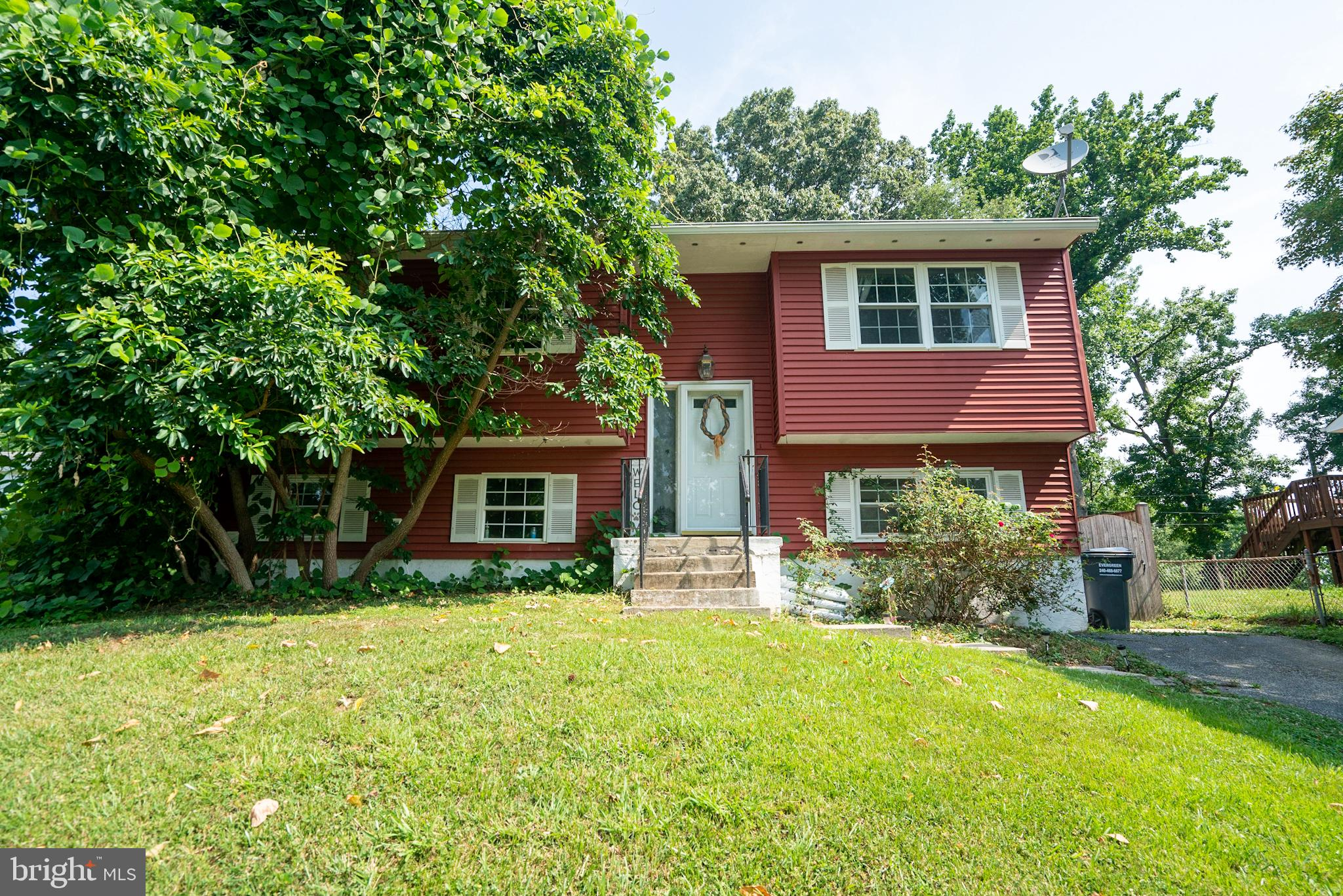 Fantastically located just outside of the North Beach town limits. This 3 bedroom  freshly painted s