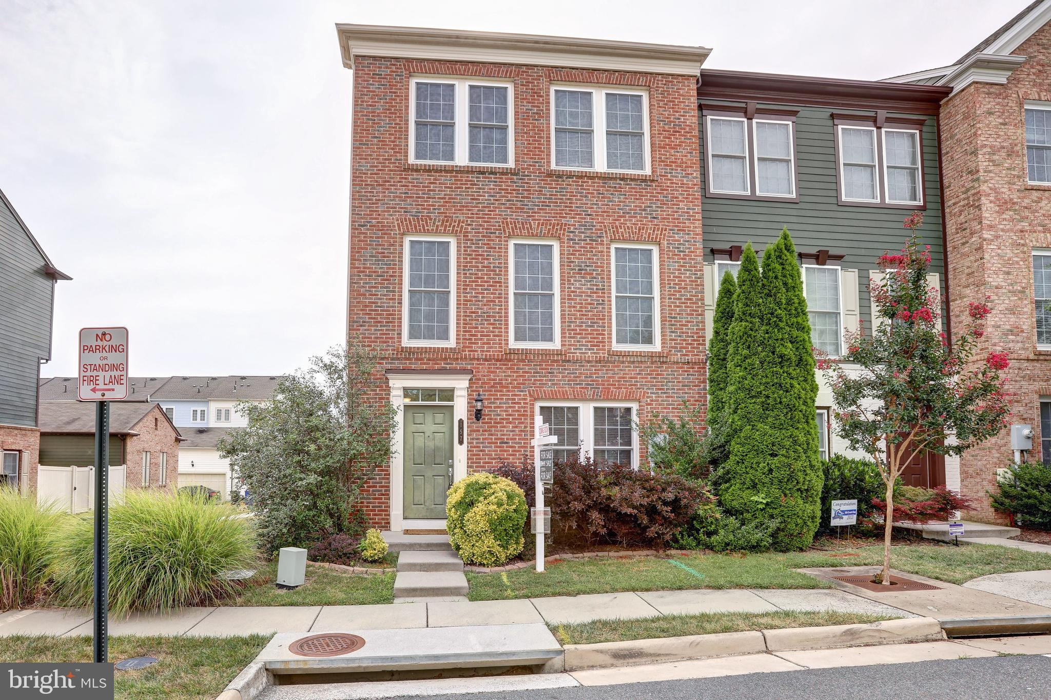 Lovely end-unit townhome in Oaklawn subdivision of Leesburg.  Close to shopping, recreation, W&OD Tr