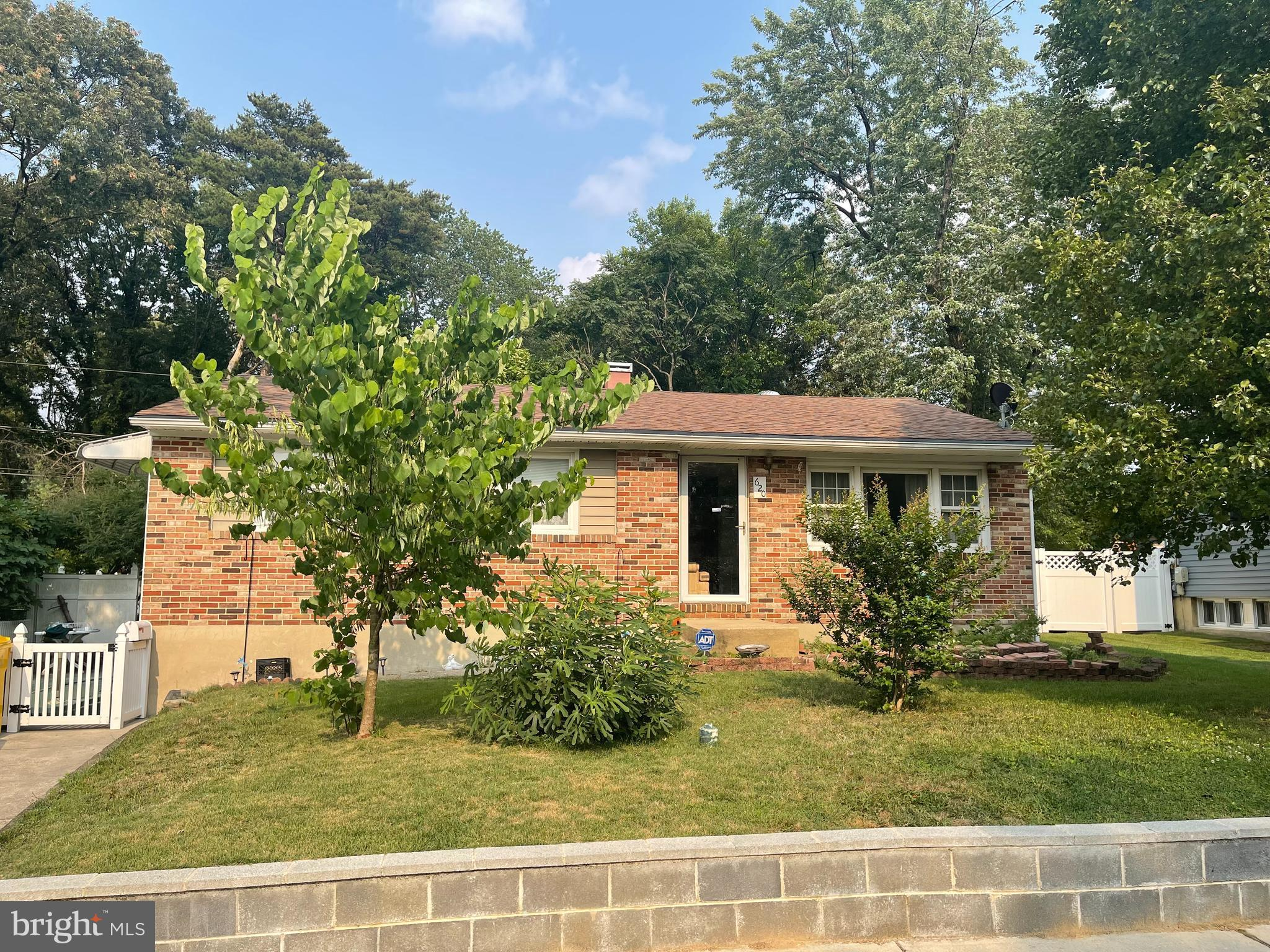 Will not last long! Solid brick 3Br / 2.5Bath Single family home in the much desired Stagecroft comm