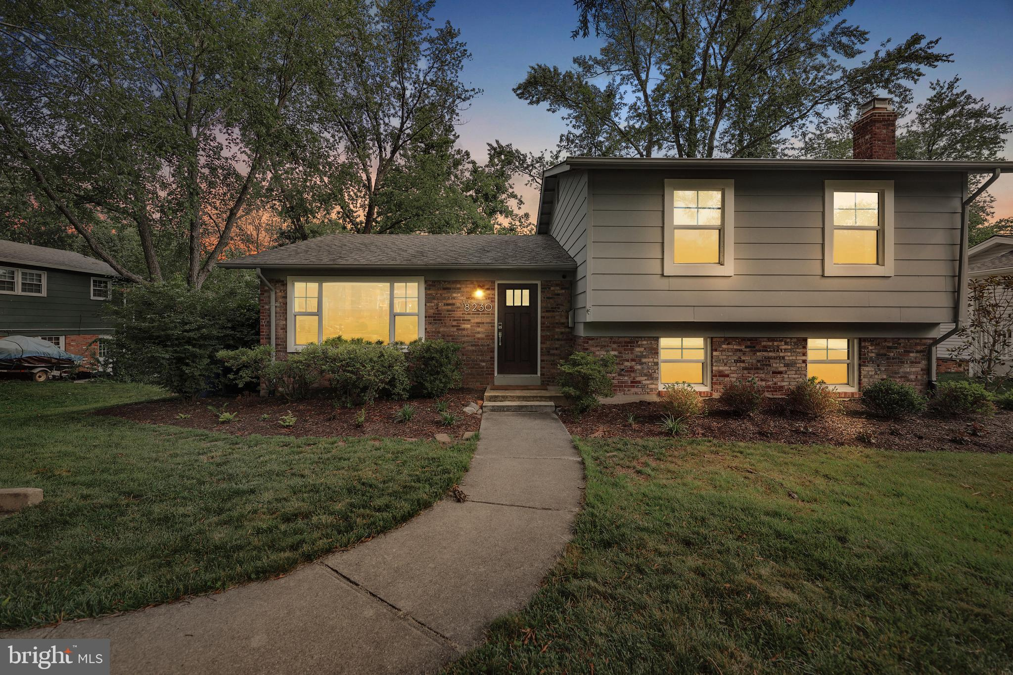 Stunningly remodeled home located in the highly coveted Williamsburg Manor North neighborhood - feed