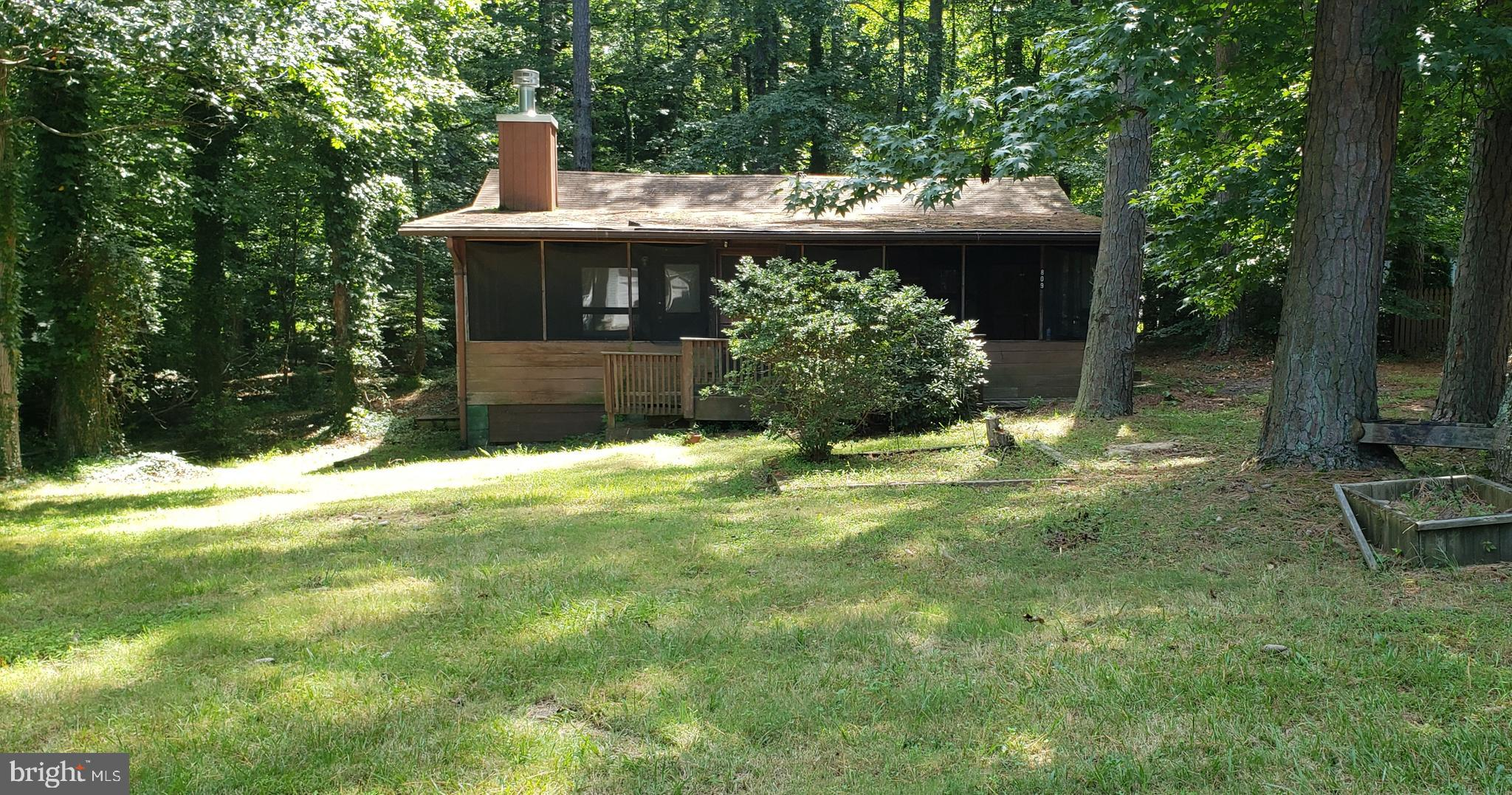 Log cabin in the woods. 2 bedroom cabin with fireplace. Large lot screen porch in front.  This home
