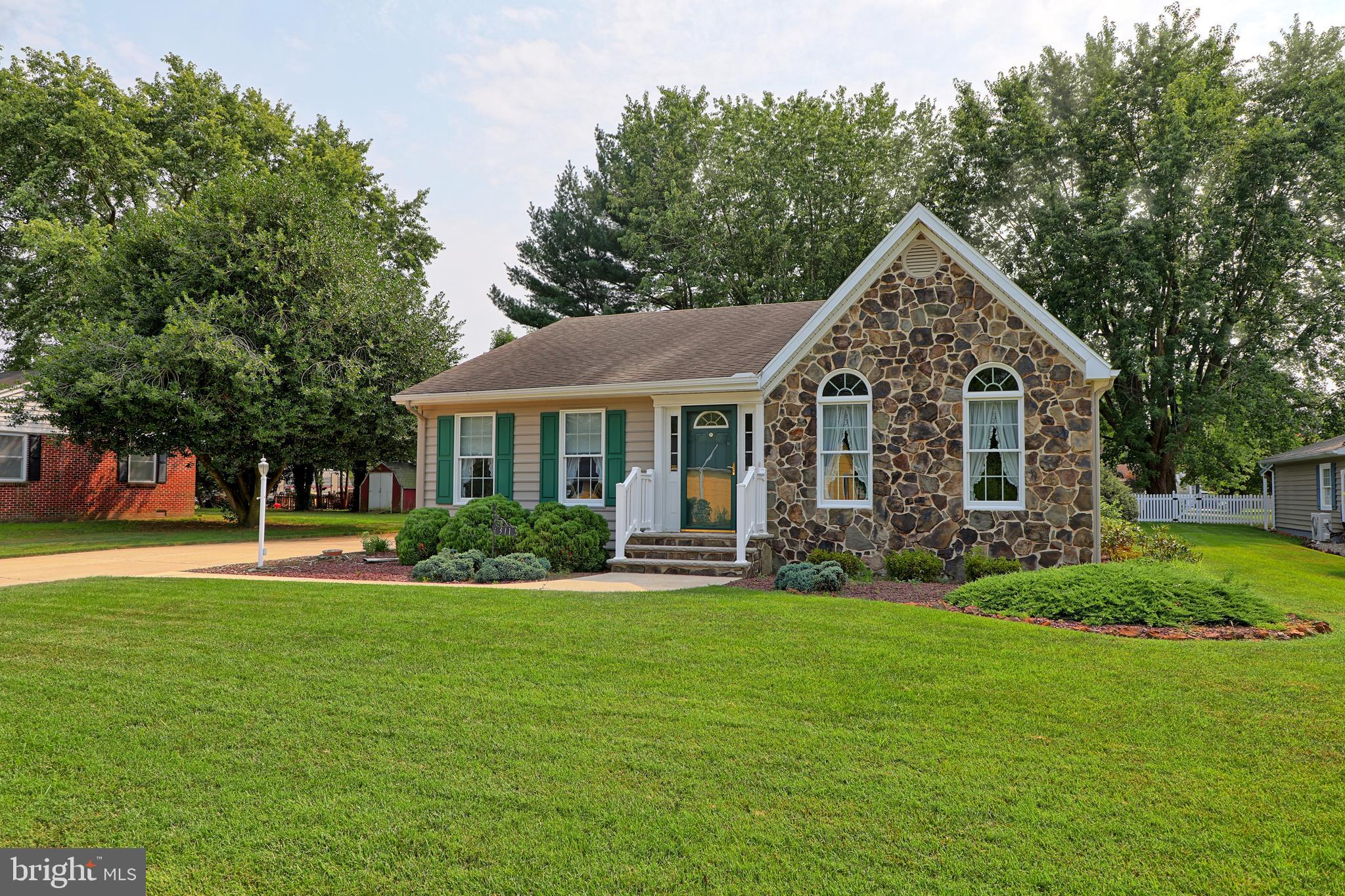 Situated on a spacious lot in the town limits of historic Georgetown, this charming 2 bedroom 2 bath