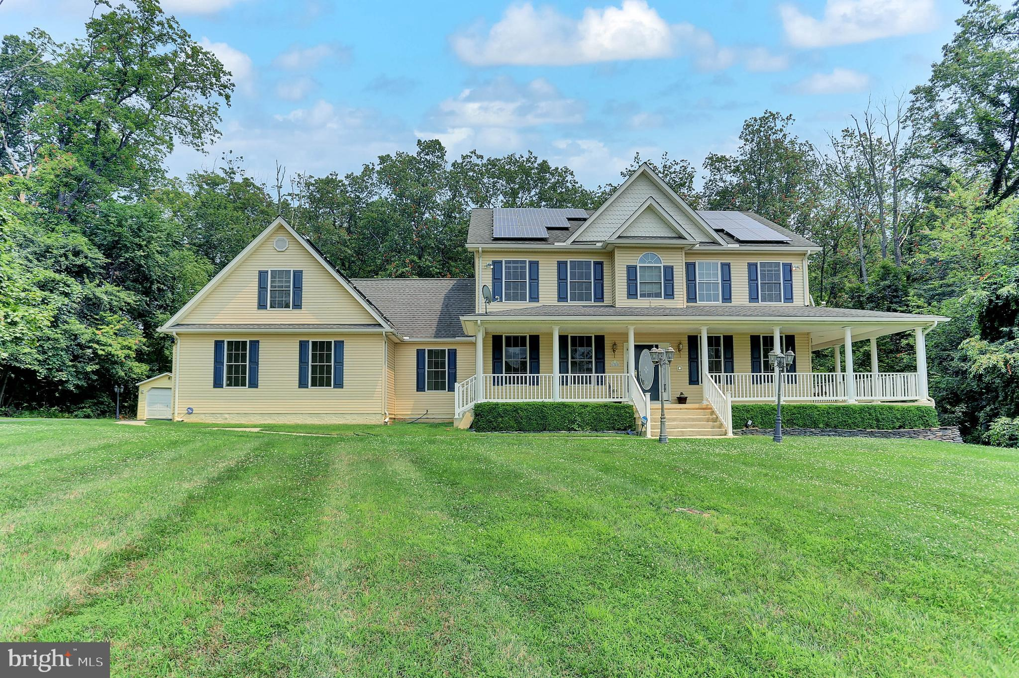 Take a look at this amazing opportunity to own this 6 bedroom, 2 full bath & 2 half bath home sittin