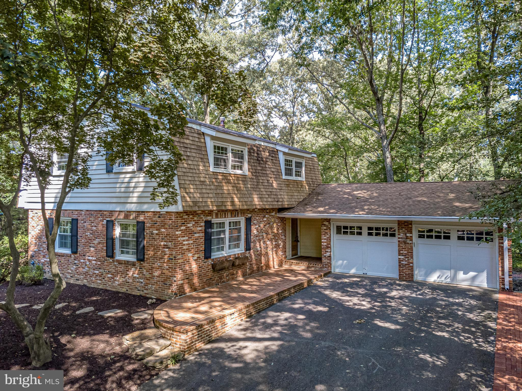Welcome to 128 Berrywood Dr! Located in the highly sought-after Berrywood community in Severna Park,