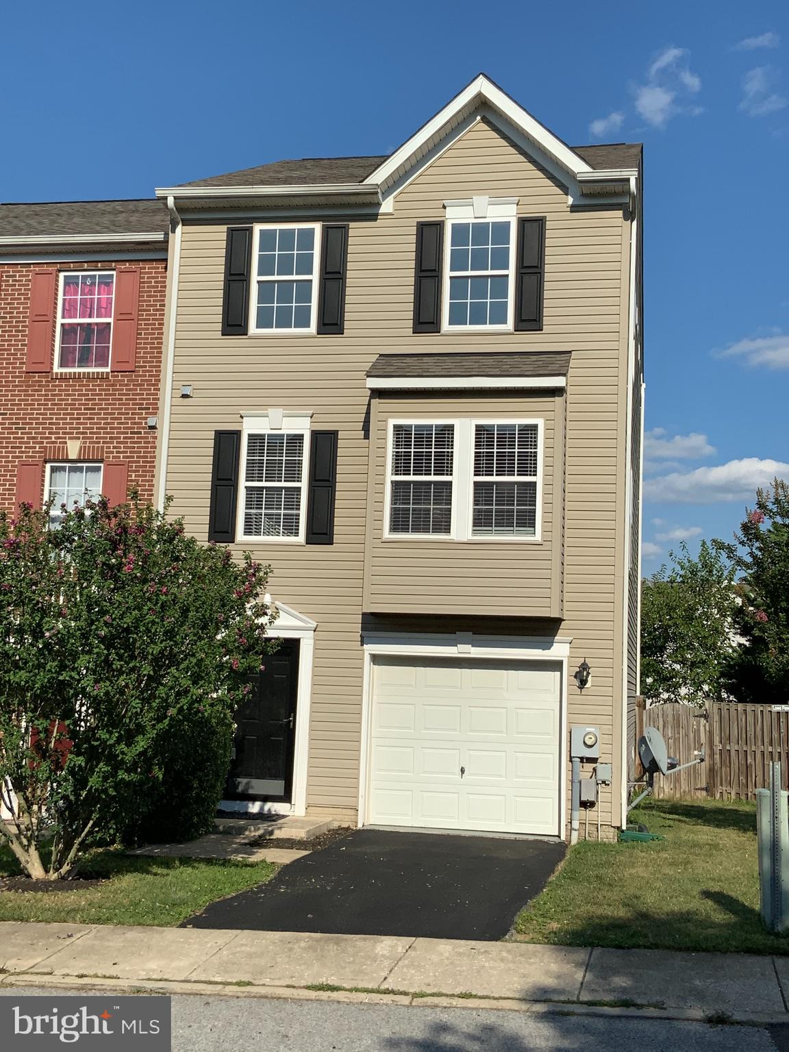 Beautifully updated and well maintained end unit offering great commuter location and access to shop