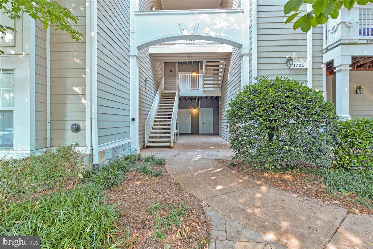 Beautiful Corner Unit in Sought-after Edgewater near Reston Town Center in the heart of Reston. Quiet, peaceful location within easy walking distance of the Town Center and all it's varied restaurants and events.  Easy walking path to Metro. Turnkey-ready unit with Breakfast Bar, separate dining area, family room with cozy gas fireplace featuring marble accents. Master Bedroom has remote controlled ceiling fan and walk in closet.  One reserved parking spot, two visitor parking spots, & an additional storage unit also conveys with the property, along with the Nest Thermostat. Hot Water Heater and A/C unit have been replaced within the last couple of years.