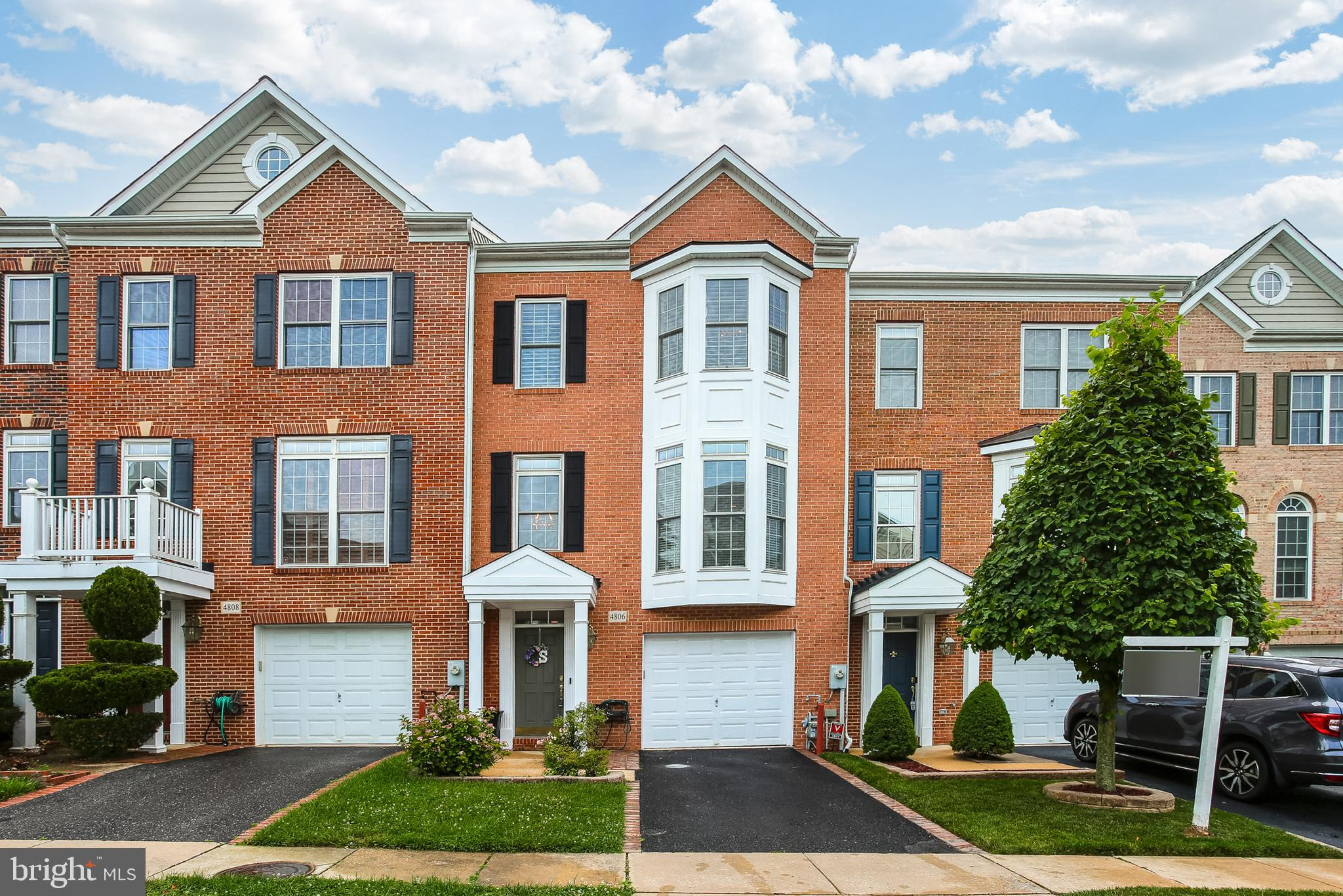 GRAND 3 BEDROOM 3.5 BATH  TOWN HOME IN SOUGHT AFTER MONTJOY........................THE LARGEST MODEL