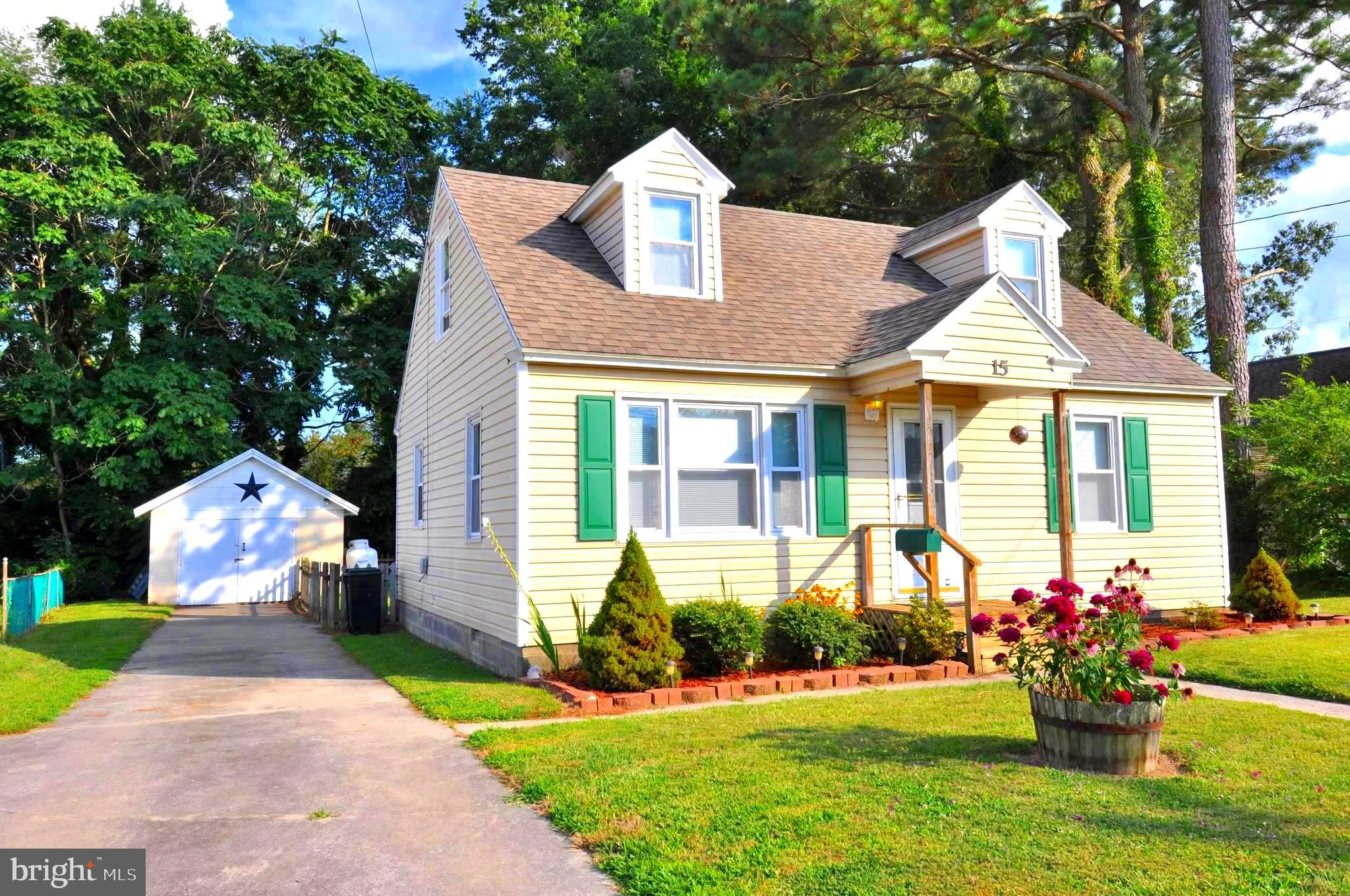 Look at this affordable 3 bedroom Cape Cod home located in a quiet neighborhood. Freshly painted thr
