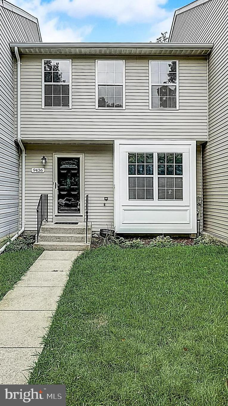 Wonderful 3 bedroom, 3.5 bath townhome in sought after Bowling Brook Farms!  This home shows beautif