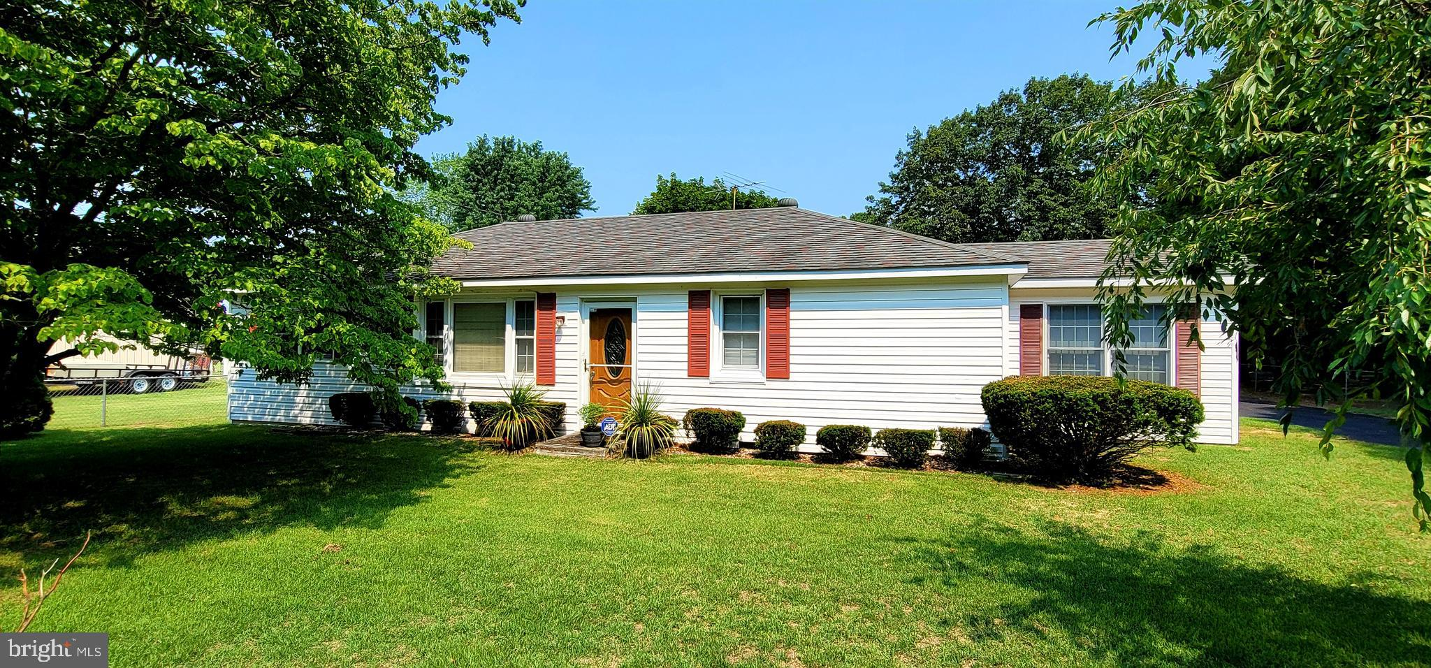 Charming 3 Bedroom 2 Full Bath home 1 block from the Water in Downtown Crumpton.  Easy access to Pub