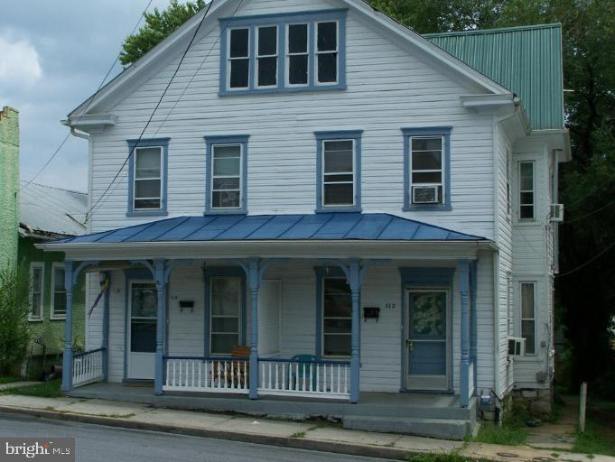 Great investment opportunity!  Newer windows, roof, gutters, natural gas furnance. 3 bedrooms per si