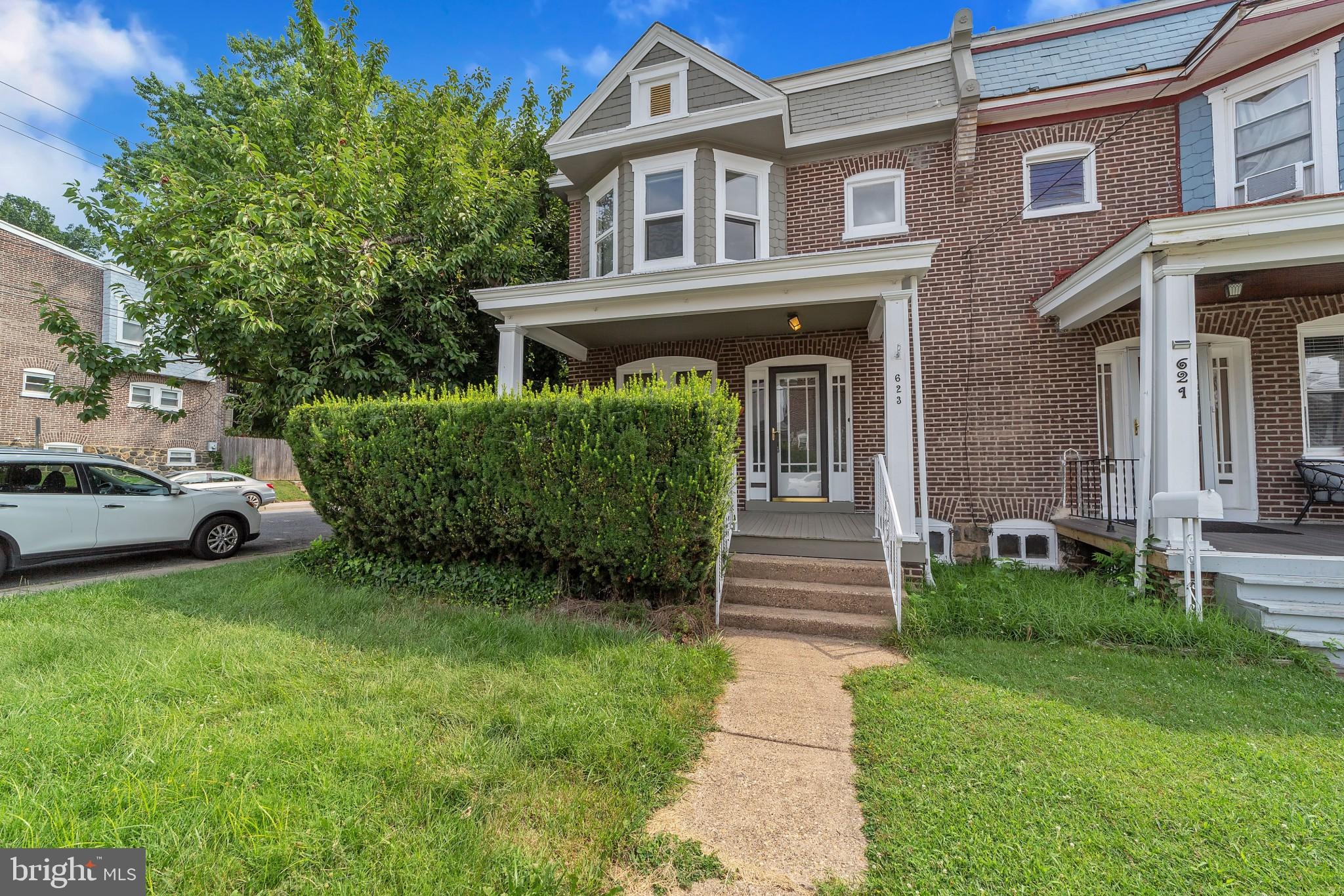 Fantastic end unit in popular and convenient location, offering hardwood floors throughout, central