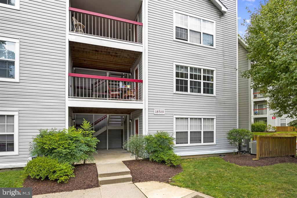 Stunning, bright, and well-maintained 2-bedroom, 2 full bath condo in move-in ready condition! Expan