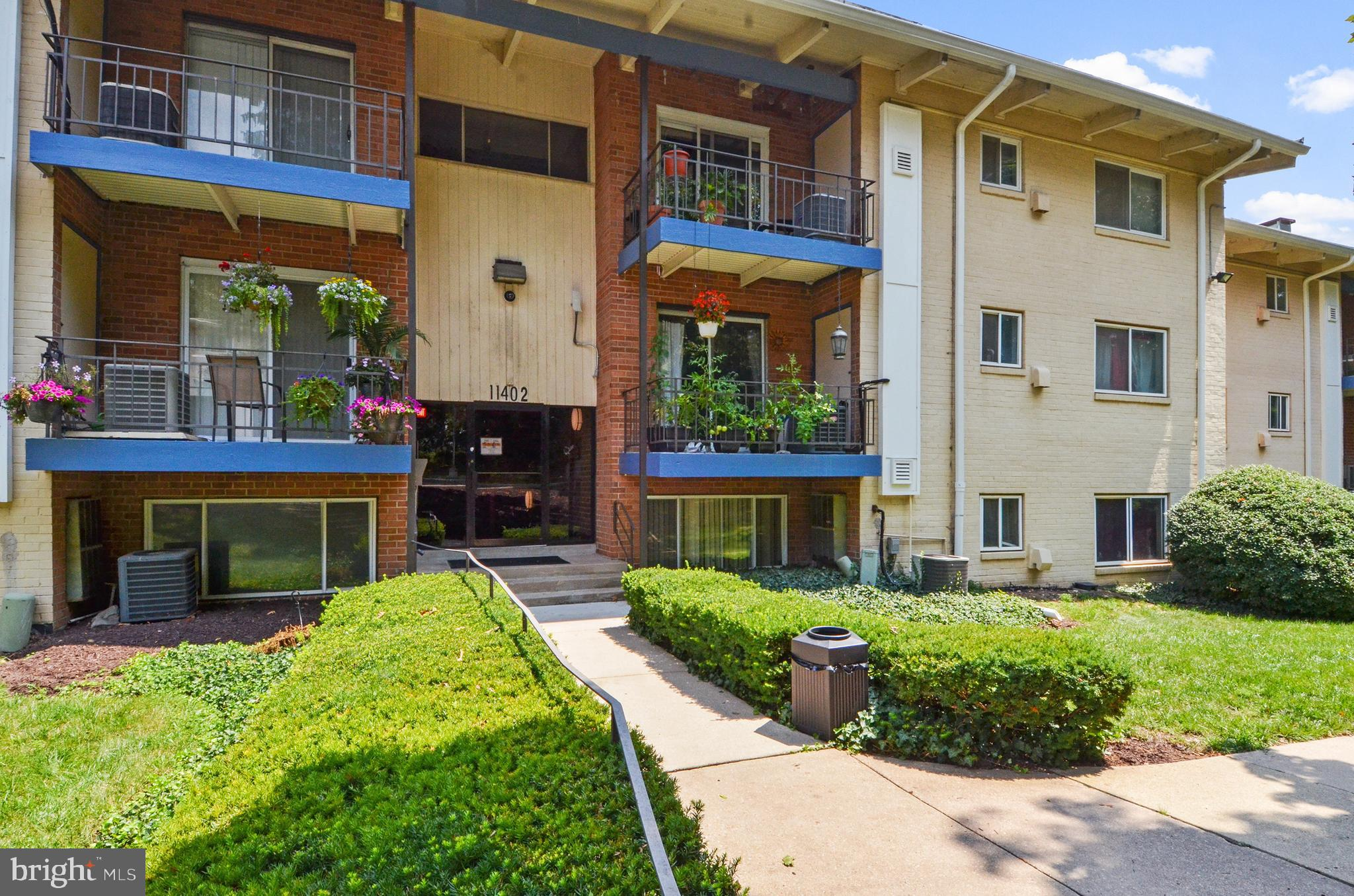 Welcome Home, Enjoy this first level 1 bedroom and 1 bathroom condo! The condo features the benefits