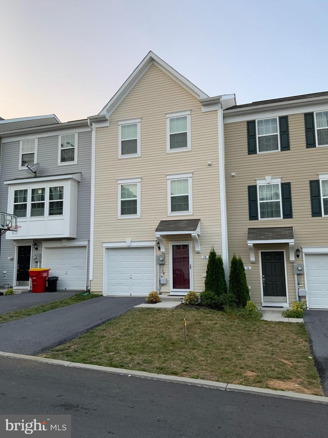 Come take a look at this immaculate townhome in Hedgesville.  Only 4 years old, this home has been t