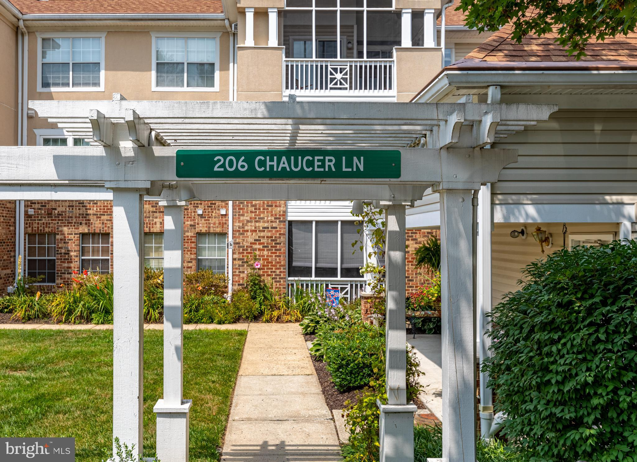 Fantastic condo in English Country Manor immediately available.  Spacious unit with living/dining co