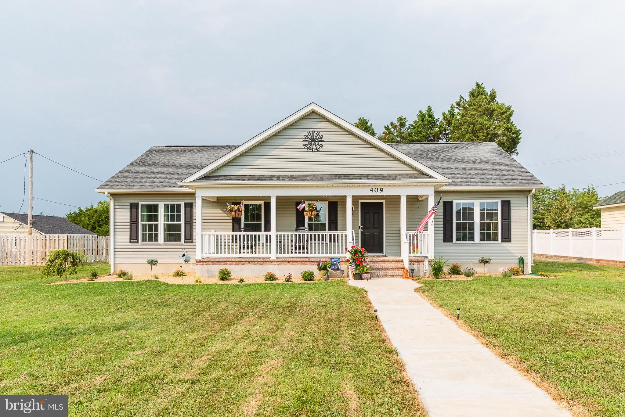 Beautifully maintained 3BR/2BA sprawling Rancher on a flat corner lot in Centreville.  Step onto the