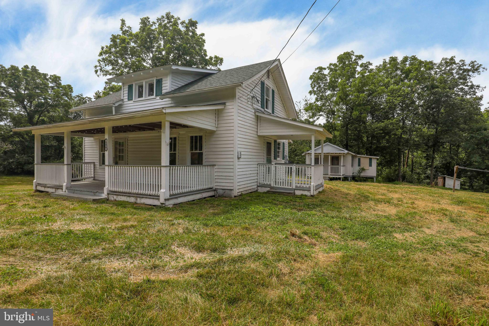 Cozy and comfy 3 bedroom  (primary on main level) 1 bath farmhouse  is looking for a new home owner