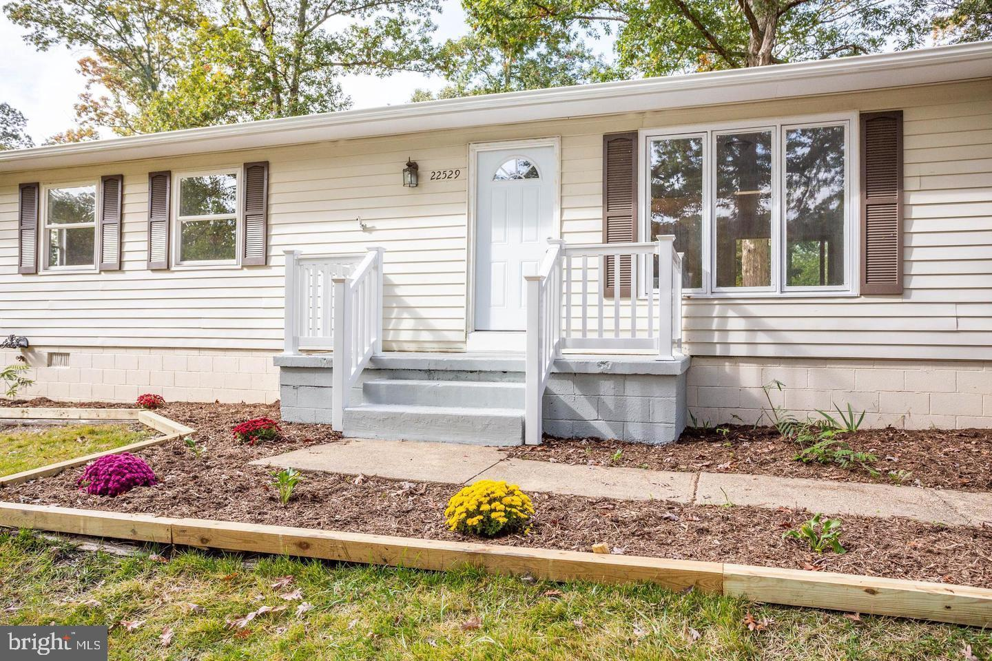 You're going to enjoy Joan Drive.  This quaint 3 bedroom, 1,392 square foot  home speaks volumes wit