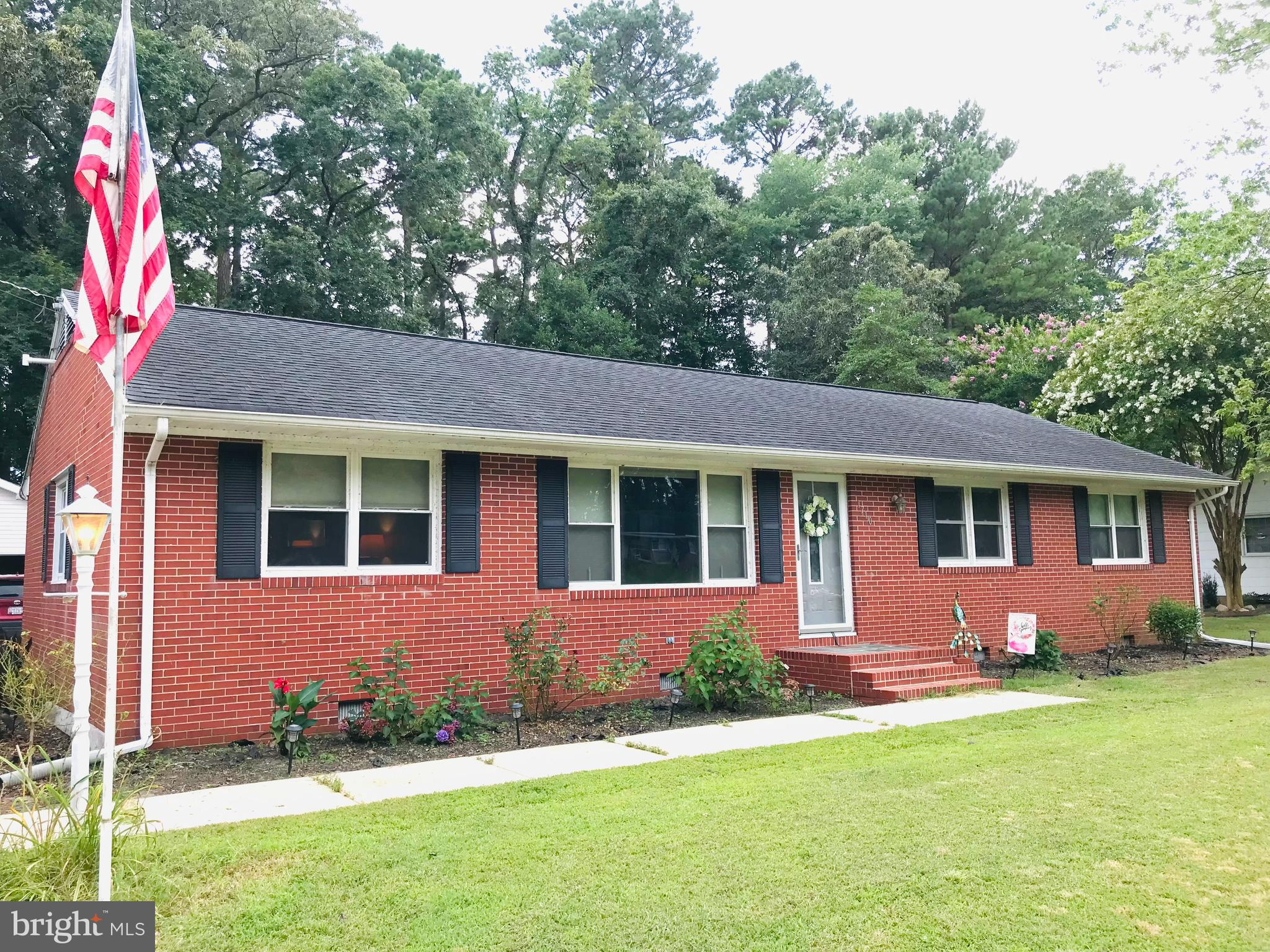 UPDATED KAYWOOD CLASSIC! The Kaywood Neighborhood has many Ranchers and this All Brick Rancher has b