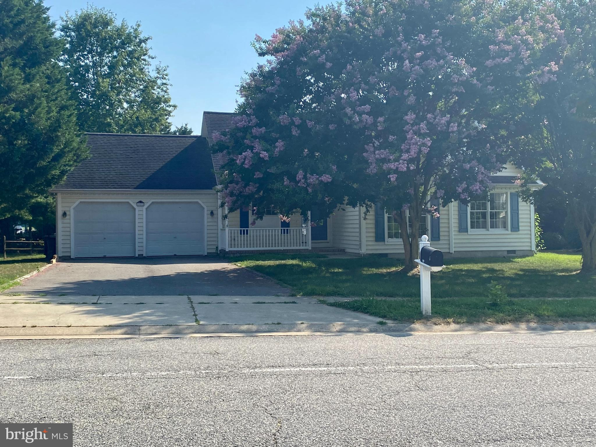 Check out this beautiful three bedroom Rancher home in the town of Centreville. Open floor plan, fen