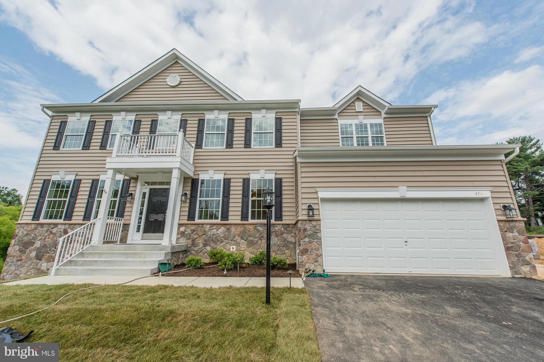 DYNAMIC to-be-built Calvert floorplan in an established new home community. Feature-rich with additi