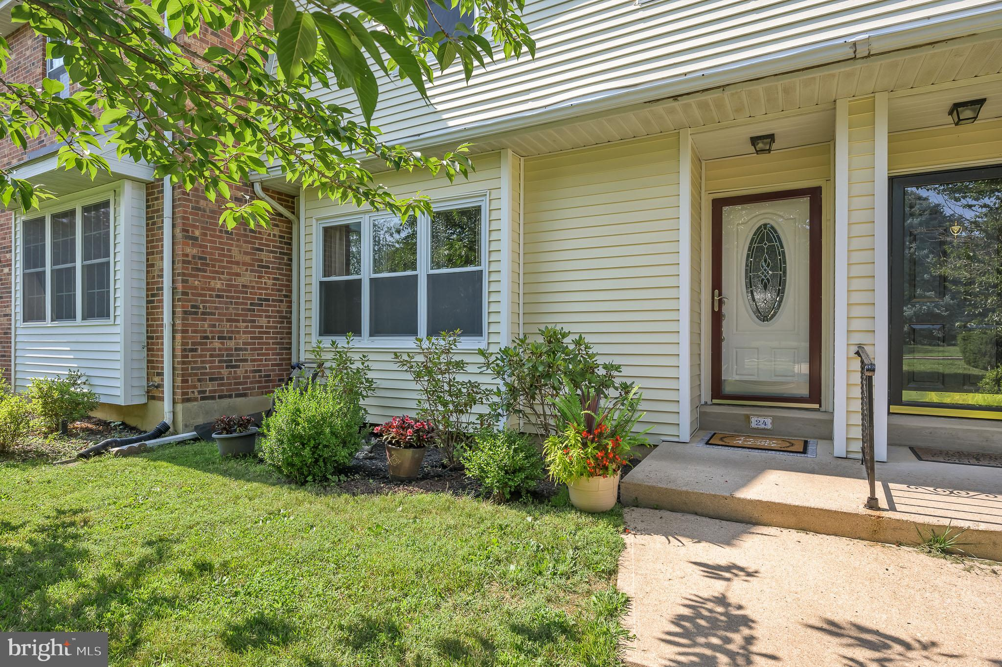 Put this house on your next tour!  3 Bedroom 2.5 Bath Townhouse, with garage, in popular Green Valle