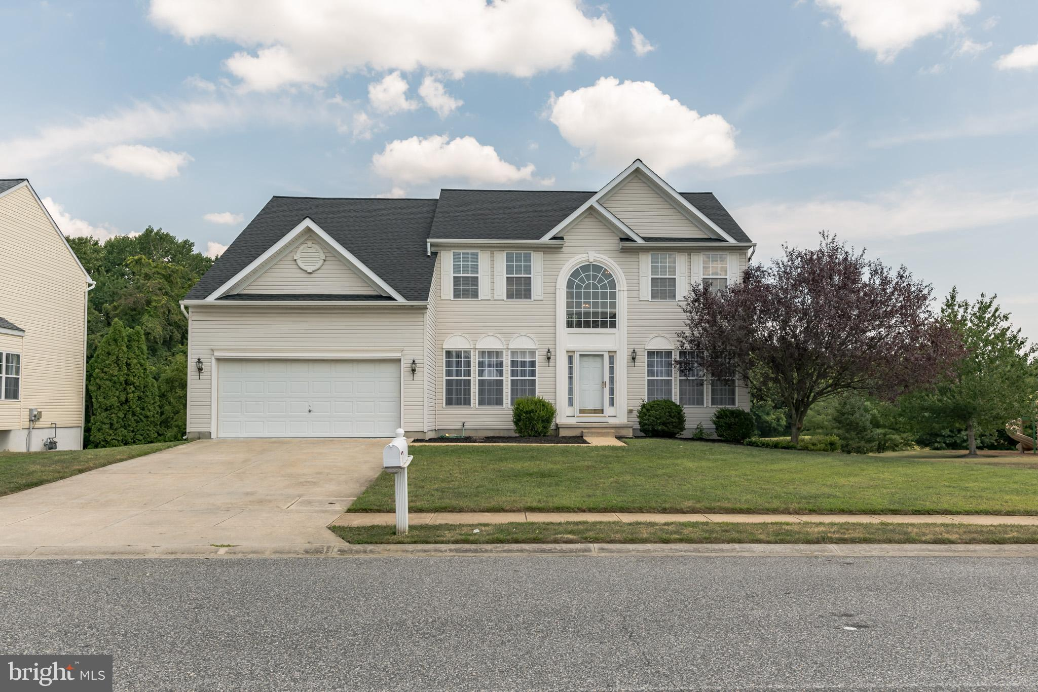 Welcome home to 33 Spring Creek Drive located in the highly desirable community of Spring Creek. Thi