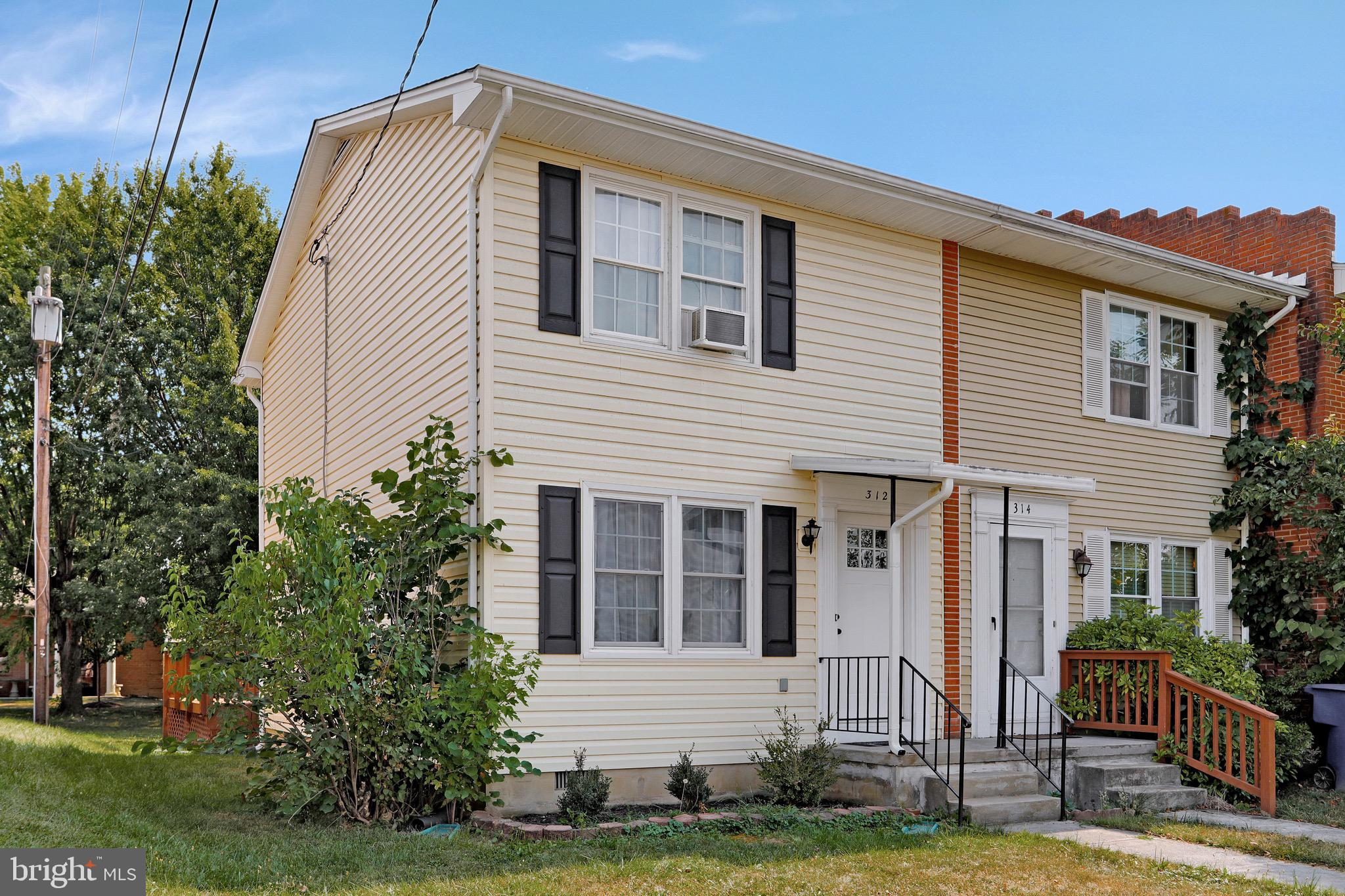Well-Kept & Recently Updated/Upgraded 2-Story Townhouse End Unit.  Main Level: Living Room, Half Bathroom with Laundry Hookup, Picture-Perfect Kitchen with Table Space, and Sunroom/Dining Room with Rear Deck Access Door.  Upper Level: 2 Large Bedrooms with Full Bathroom in Hallway.  NEARBY ATTRACTIONS: 0.2 Mile to Chimney Fields Park, 1.4 Miles to Downtown Front Royal, 1.6 Miles to Riverton VDWR Boat Ramp, 2.3 Miles to I-66 Exit 6, 3 Miles to Entrance of Shenandoah National Park Skyline Drive, 3.1 Miles to Walmart at Riverton Commons & Target at Crooked Run Plaza, 3.2 Miles to Skyline Caverns, 24 Miles to Winchester, 26 Miles to Luray, and 73 Miles to D.C.