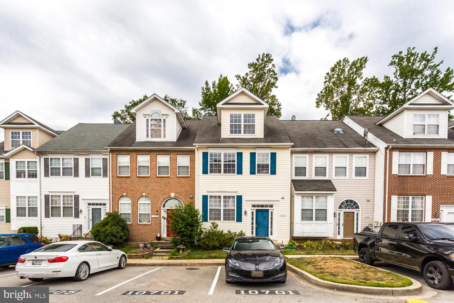 Beautiful 4 level townhouse in close proximity to schools, shopping, and RT210.  3 bedrooms, 3 full