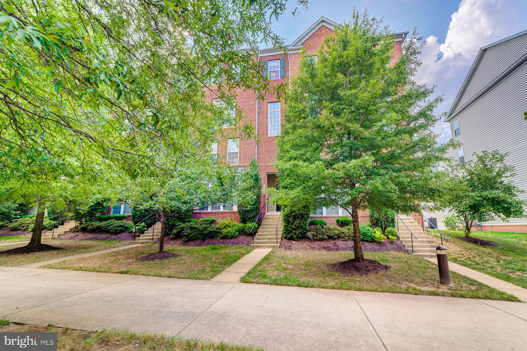 Beautiful Townhouse Style Condo in Potomac Club gated community! Upper level has primary suite with