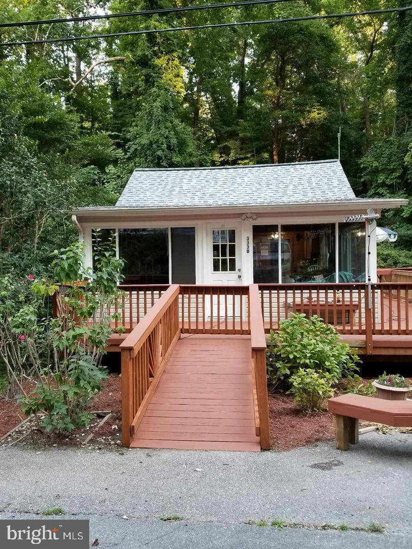 Remodeled 2 bed beach cottage with new wiring , updated kitchen, baths and handicap accessible. Just