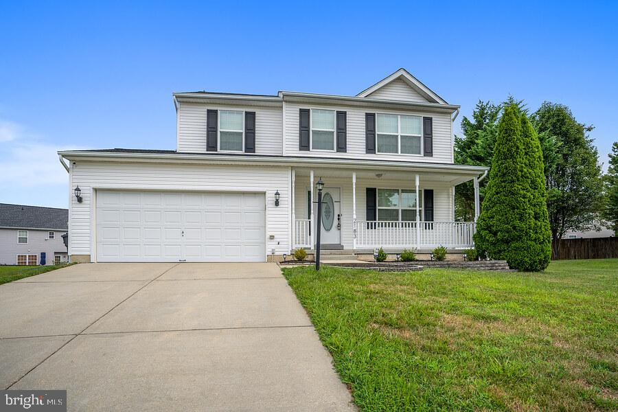 Gorgeous single family home that is ready for its next family. This modern home is equipped with sta