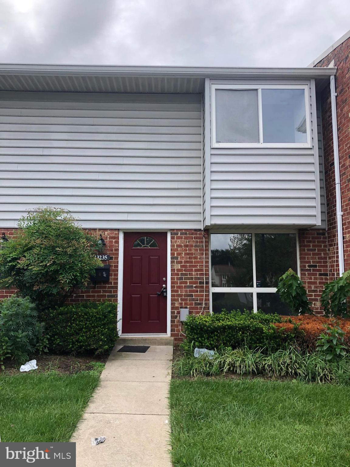 Ready to Move in,  Cozy  3 bdrms 1.5 full bath  townhouse stype Condo. Management in Reflection Lake